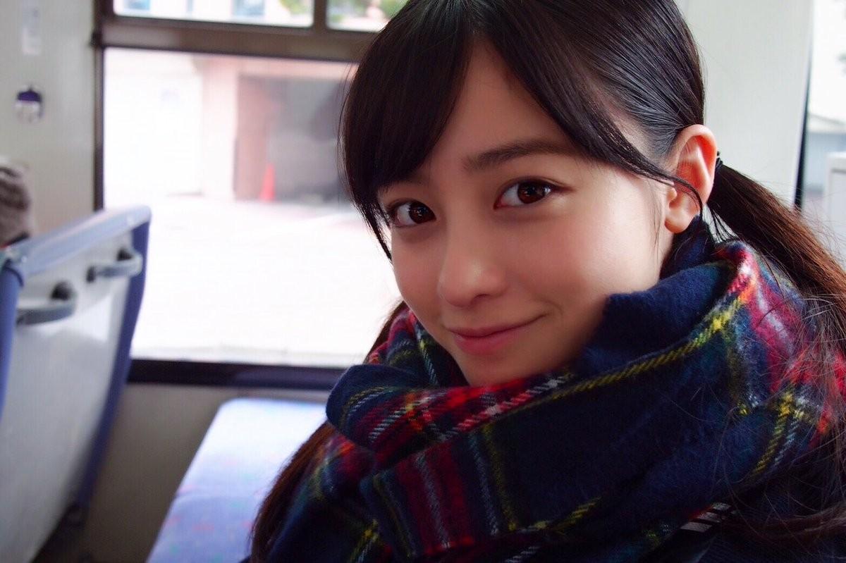 橋本環奈放送「免費女友」,高中校車上這回眸真的超美