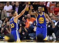 ▲杜蘭特(Kevin Durant)、柯瑞(Stephen Curry)            。(圖/路透社