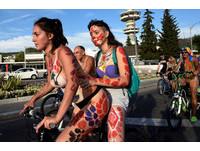 ▲▼脫光救地球!倫敦裸體自行車日。(圖/路透社)