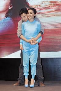 周迅跟「老公」高聖遠的婚變傳言從年初傳到年中,如今傳出有位活躍於中港台的A咖女星爆料,他們確實已經離了。(東方IC)