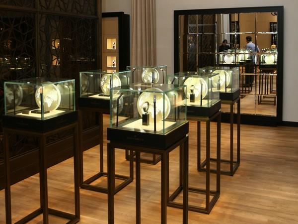 ▲江詩丹頓在101舉行古董時計錶展(圖/品牌提供)