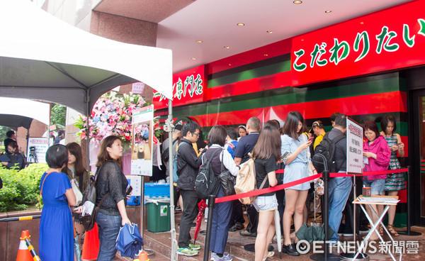 一蘭拉麵相繼開店高出240小時 列隊人龍破香港店紀錄