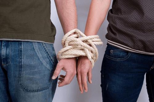 人為什麼犯賤?被劈腿N次還不分手…綁架愛情的5種牢籠(圖/網路翻拍)