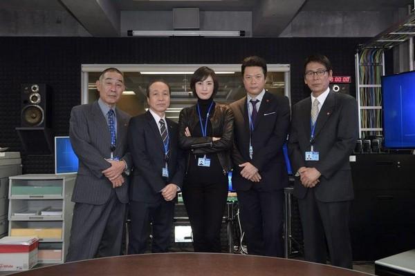 《緊急審問室》揭露了許多日本社會問題,包括老人孤獨、歧視女性,以警方的官僚結構等等。