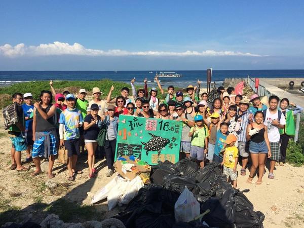 旅客可以參與淨灘活動,一起保護小琉球的海洋。