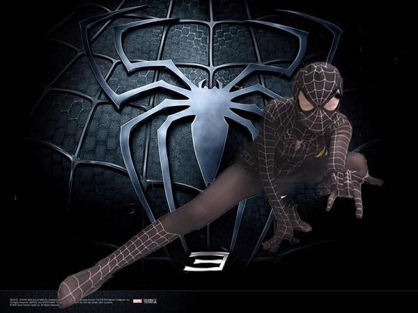 ▲女網友扮成女蜘蛛人,結果一雙長腿超吸睛。(圖/翻攝自爆廢公社)