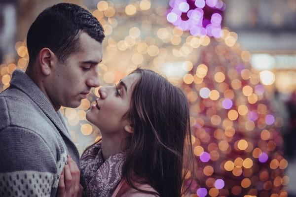 情侶,擁抱,交往,愛情,兩性。(圖/取自librestock網站)
