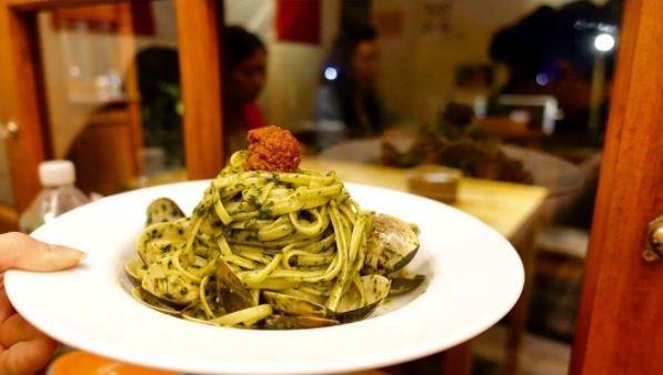 甘美屋的蛤蠣石臼研磨青醬義大利麵。(圖/IG@carrieliao_tt提供)