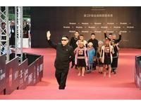 第28屆流行音樂金曲獎星光大道馬詠恩(Tulbus Mangququ)與農男樂團。(圖/公關照)