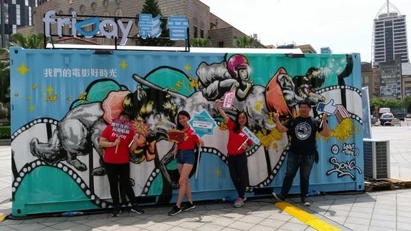 friDay影音舉辦台北中山堂貨櫃市集。(圖/friDay影音提供)
