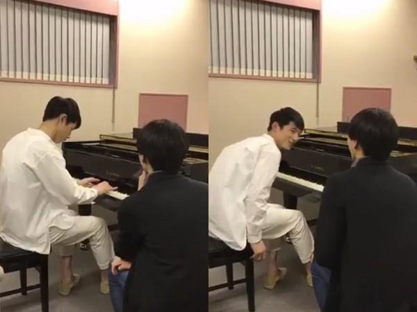 ▲坂口健太郎彈蕭邦鋼琴曲《革命》,快手連彈最後還向老師笑了一下。(圖/翻攝自推特)