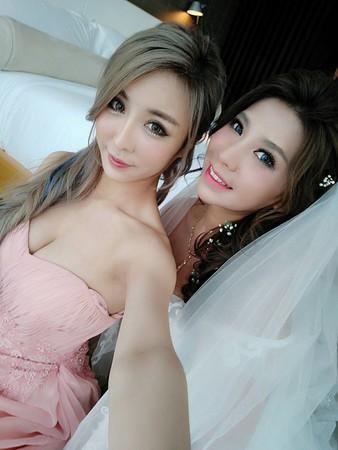 ▲▼雪碧擔任閨蜜婚禮的伴娘。(圖/翻攝自雪碧臉書)