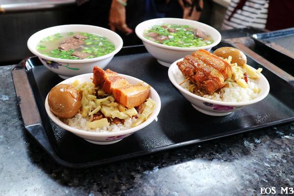 台中人的傳統早午餐 加辣炒麵、平庸輕易的豬血湯!