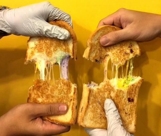 熱樂煎爆漿乳酪三明治(圖/翻攝自熱樂煎爆漿乳酪三明治擁護藝人者團)