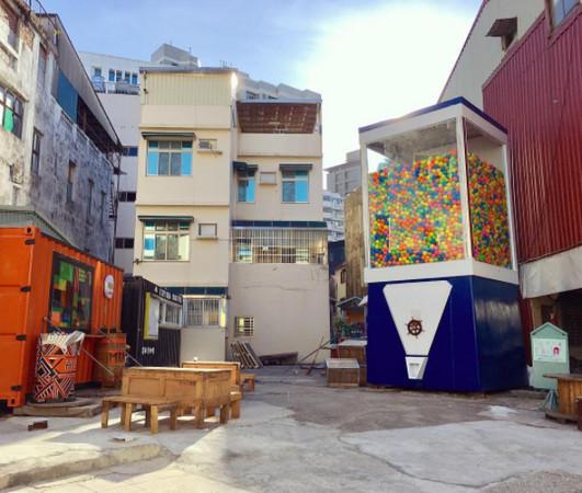 ▲台南超巨大扭蛋機 Gacha box。(圖/IG@chang__2015提供,請勿隨意翻拍,以免侵權。)