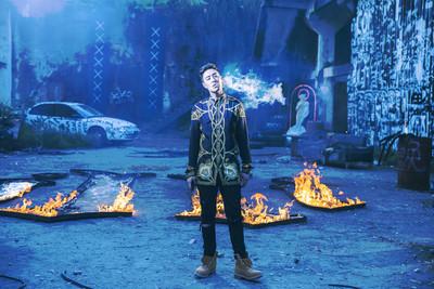 潘玮柏20小时「湿身拍MV」 自嘲:汗人回归!要融化了!