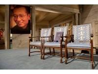 ▲為了紀念缺席諾貝爾和平獎得主的劉曉波,頒獎典禮期間放了一張空椅子。(圖/翻攝自諾貝爾獎基金會臉書)