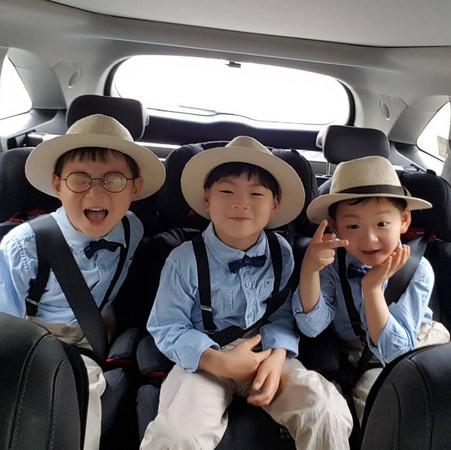 ▲▼宋一國與三胞胎兒子「大韓、民國、萬歲」。(圖/翻攝自Instagram/songilkook)