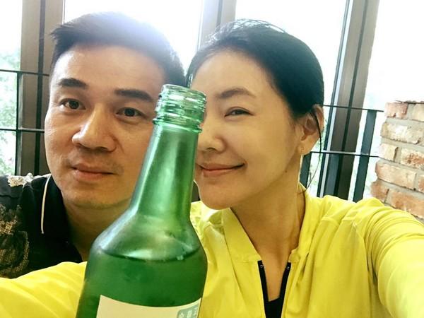 ▲▼小S這趟南韓之旅頻和老公曬恩愛。(圖/翻攝自小S臉書)