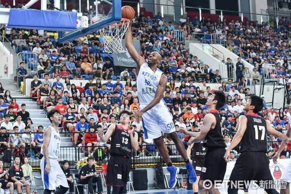 ▲▼瓊斯盃男子組,中華藍對日本。戴維斯(圖/記者李毓康攝)