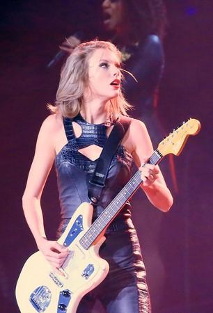 小天后泰勒絲是對千禧世代最具影響力的流行樂手,因為她,許多女孩也燃起了學吉他的熱情。(東方IC)