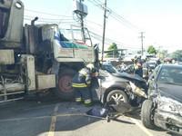 陽明山6車連環撞波及民宅 至少9人輕重傷。。(圖/警方提供)