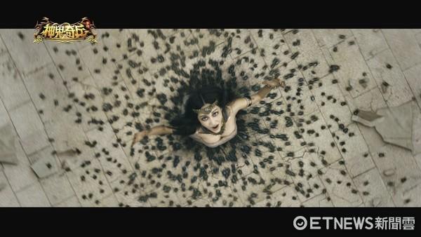 ▲曾莞婷廣告代言。曾莞婷現身實的聖甲蟲特效視覺震撼力十足。(圖/公關照)