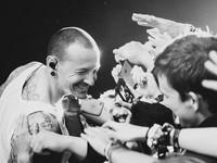 聯合公園(Linkin Park)主唱查斯特(Chester Bennington)。(圖/翻攝自聯合公園粉絲專頁)