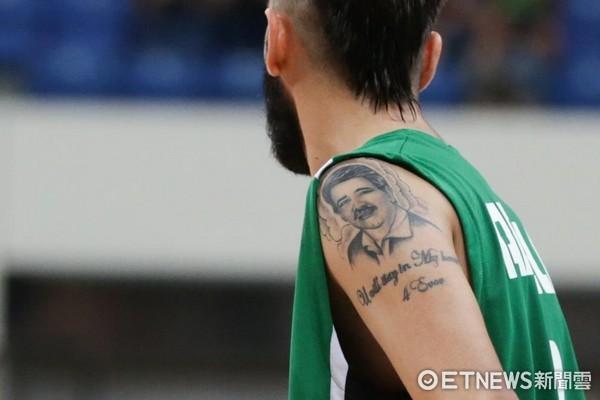 琼斯杯/让父亲永存篮球场 伊拉克阿布德拉刺青怀念