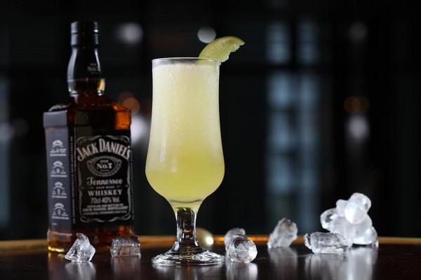 「傑克丹尼騷兒」以Jack Daniel's Old No.7和酸甜汁拌打成冰沙。