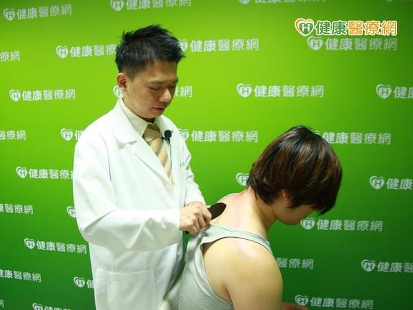 天炎热防中暑 中医师教你如何正确刮痧