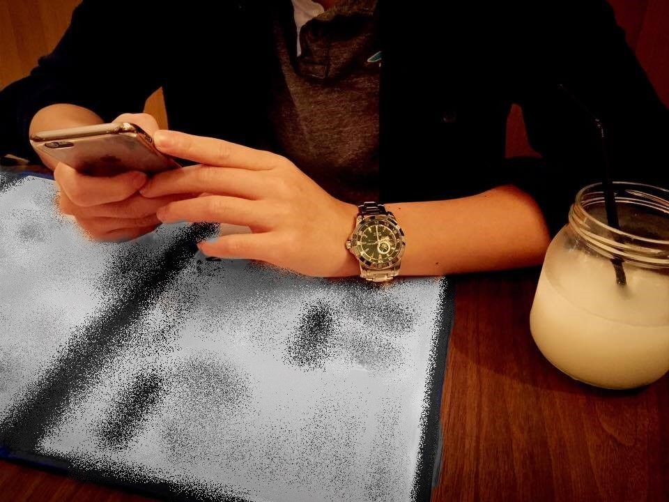 餐廳、晚餐、吃飯、奧客、男友、滑手機、低頭族。(圖/《ETNEWS新聞雲》)