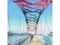 ▲新竹彩虹小橋。(圖/IG@hung_1230提供,請勿隨意翻拍,以免侵權。)