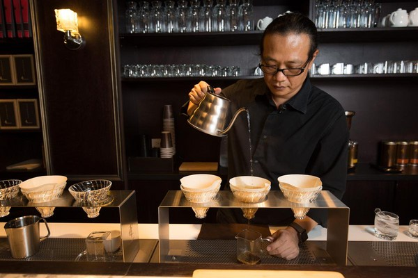 董鼎禾以前是電子業老闆,為了咖啡農民,一頭栽進咖啡世界。