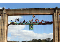 ▲▼巴西利梅拉舉辦一場懸吊橋下的空中烤肉盛宴。(圖/路透社)