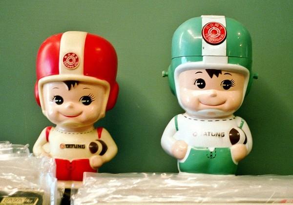 一張「安全帽全家福」照,引來網友大曬「大同寶寶」(圖/翻攝自網路)