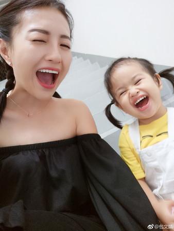 ▲包文靖曾帶女兒去上《媽媽是超人2》。(圖/翻攝自包文靖微博)