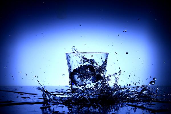 ▲四個最佳喝水時間點 輕鬆喝出易瘦體質。(圖/取自pexels)