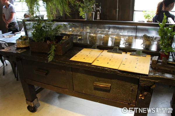 ▲▼永和廢棄鐵工場重生為韓式烤肉餐廳51bbq。(圖/台灣記者朋友黃士原攝)