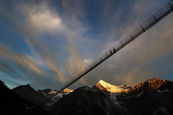 ▲▼世界最長人行吊橋494m離地28樓。(圖/達志影像/美聯社