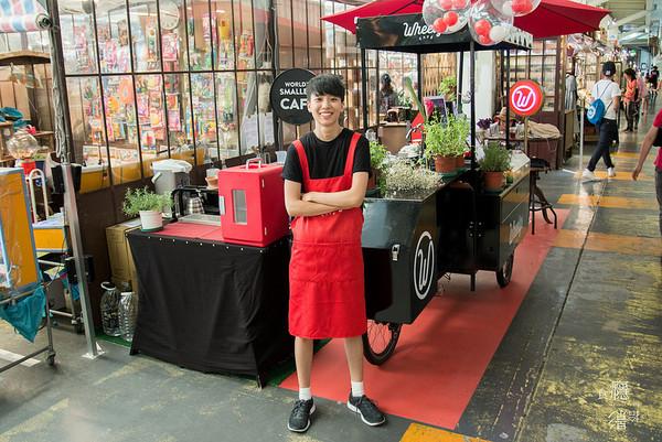 台北墟市裡的北歐風綠能人工智能咖啡車 喝失掉手沖咖啡!