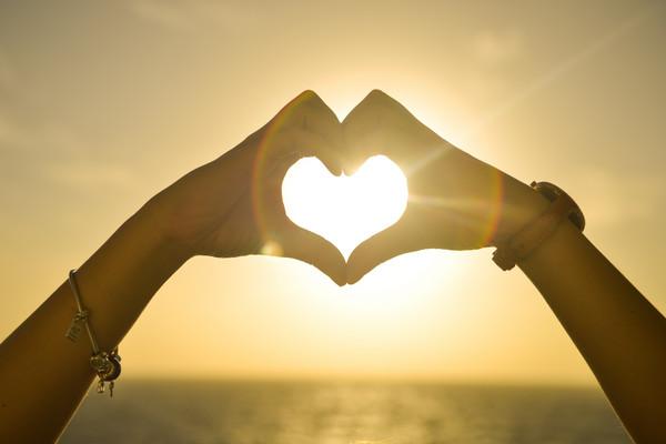 ▲破除感情六大迷思 幸福不等於24小時黏在一起。(圖/取自pexels)