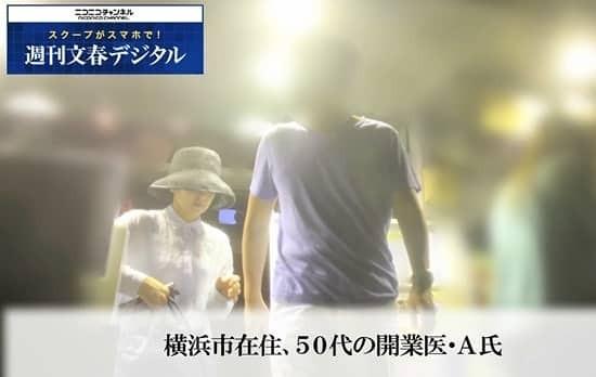 ▲已婚的齊藤由貴被拍到「十指緊扣」男醫生。(圖/翻攝自日網《週刊文春》)