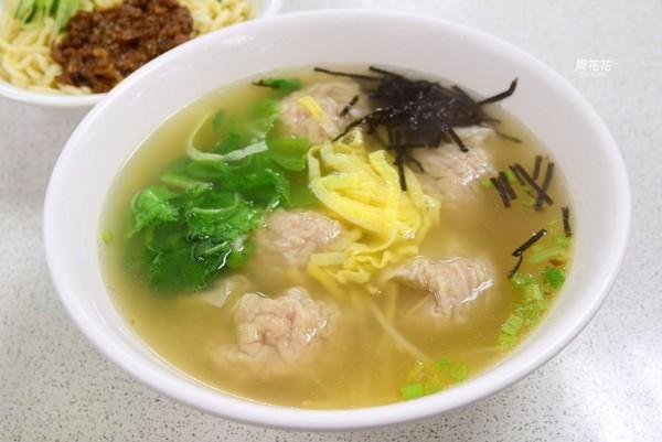台北士東市場大分量麵店 包著整隻蝦的超大餛飩!