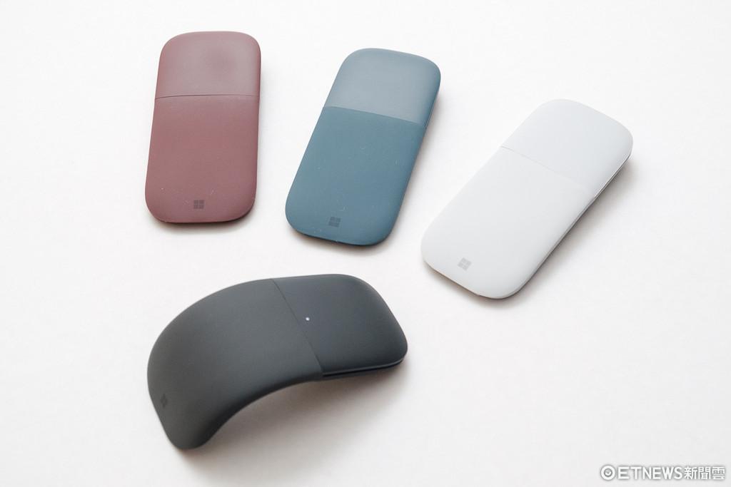 微軟Surface Arc藍牙滑鼠體驗。(圖/記者莊友直攝)