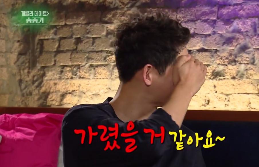 ▲� 宋仲基:不要再一直打电话 求「基友」李光洙学看脸色。(图/翻摄自YouTube KBSEntertain)