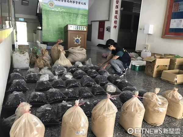 ▲台南市警方會同衛生局共同破獲偽藥工廠,起獲上千公斤大批偽中藥。(圖/記者林悅翻攝)