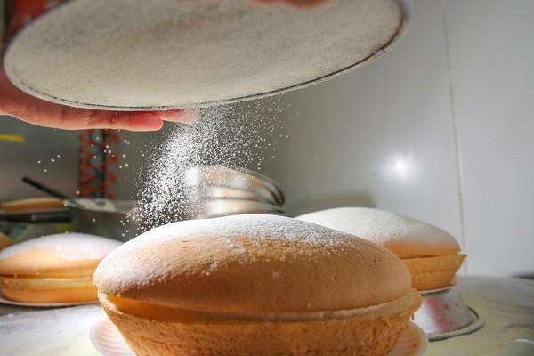 以撒奶粉代替糖粉,增香減甜。