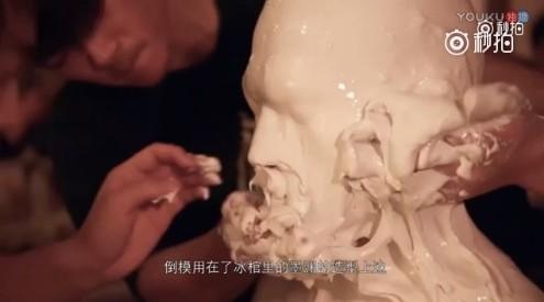 ▲楊洋為製作電影特效整個頭被倒模。(圖/翻攝自《三生三世》電影官博)