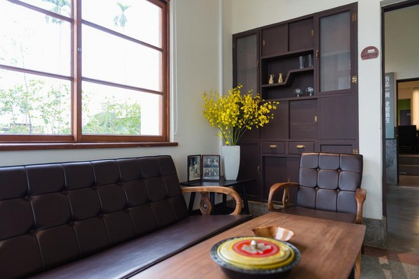 一個很特別的篇幅館內擺設的家具,呈現陳腐神韻。